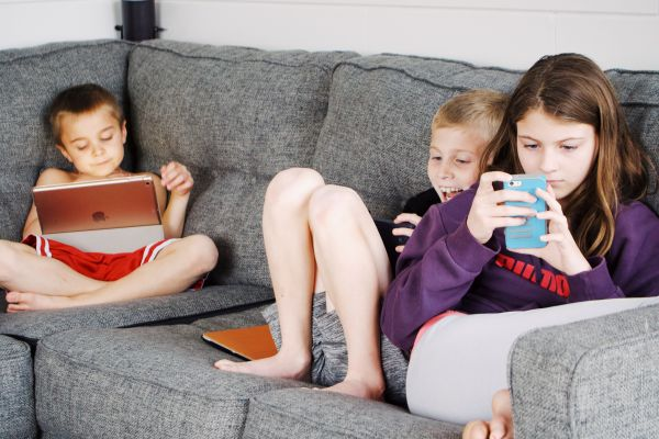 Managing-kids-screen-time-during-COVID
